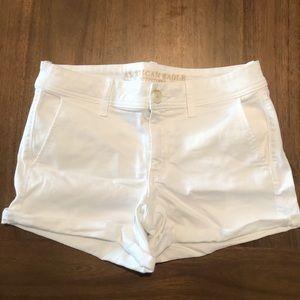 ✨ A&E white mid rise/ mid length cuffed shorts ✨